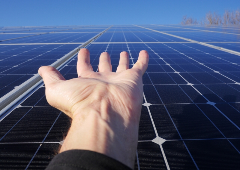 fotovoltaico_mano